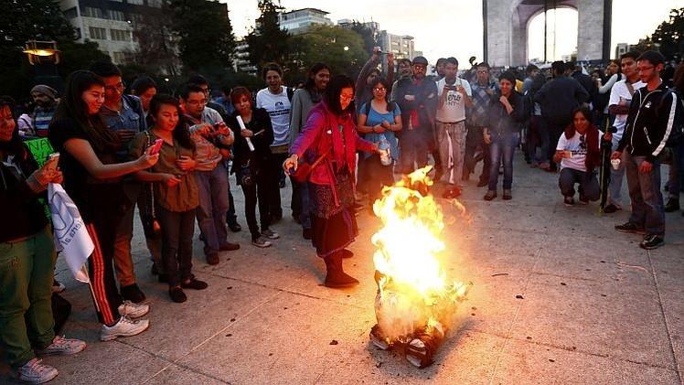 Familiares y profesores de los 43 estudiantes viajan a Ciudad de México para manifestarse