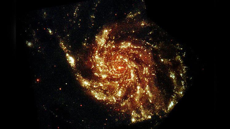 Buscando el resplandor: la materia oscura puede crear halos de luz en las galaxias