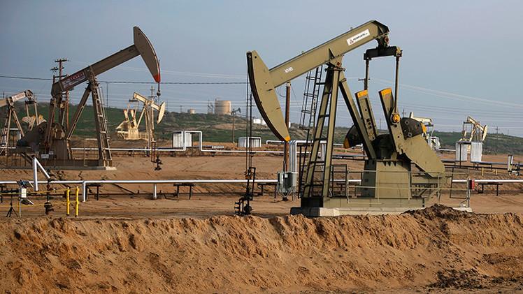 """Oficial de la Reserva Federal de EE.UU.: """"Arabia Saudita organizó la crisis petrolera"""""""