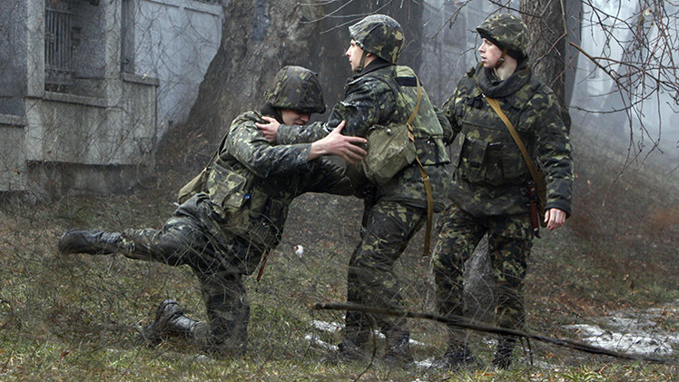 NYT: Soldados ucranianos borrachos en retirada siembran el caos