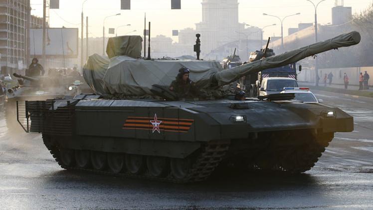 Video: El tanque T-14 Armata, joya del ensayo nocturno del desfile del Día de la Victoria