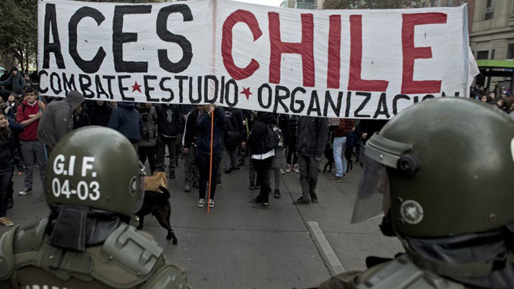 Una protesta estudiantil contra la represión policial en Santiago de Chile termina con choques