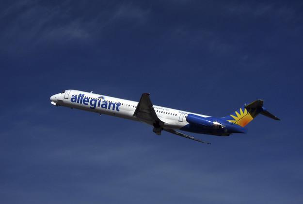 EE.UU.: Pasajeros se refugian en el ala del avión tras notar olor a combustible (FOTO)
