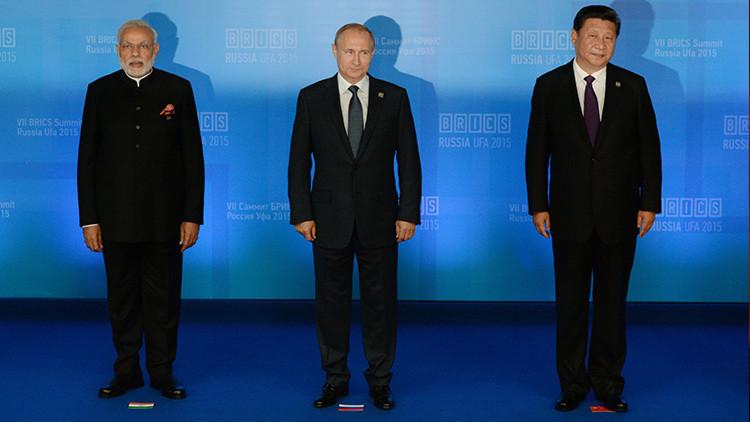 """Politólogo: El BRICS y la OCS son """"ases que Rusia tiene en la manga"""""""