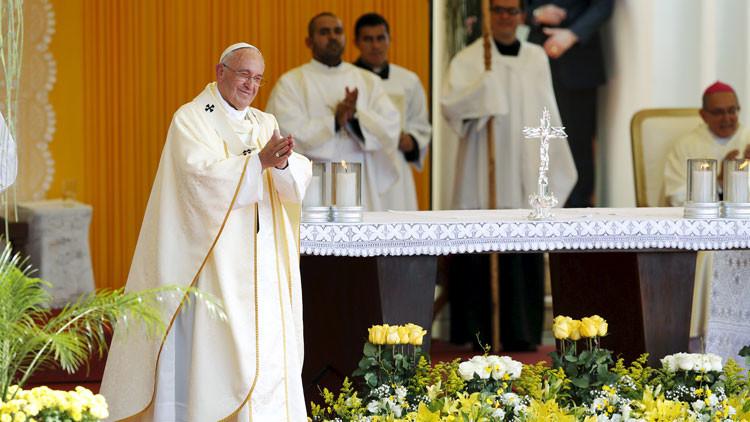 """Papa Francisco: """"Dios bendiga a la mujer paraguaya, la más gloriosa de América"""""""