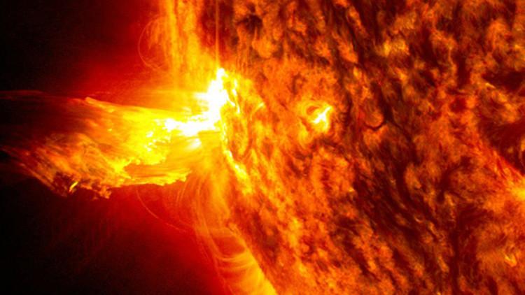 Colapso eléctrico y radiación: Cómo una supertormenta solar paralizaría el mundo