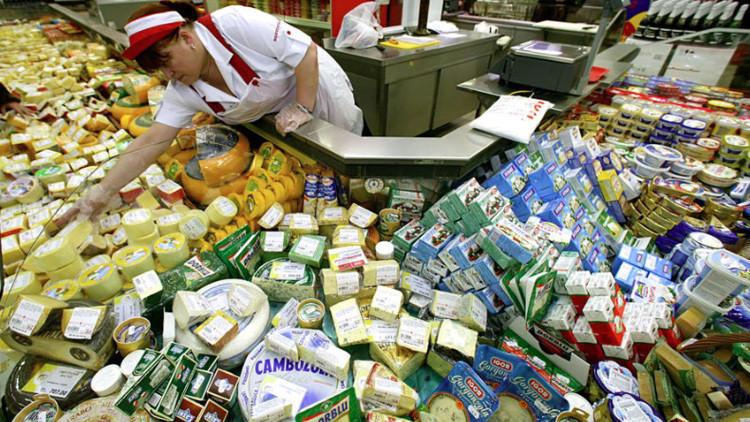 Rusia destruye con apisonadoras los alimentos prohibidos por el embargo (video)