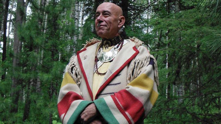 """Genocidio silencioso en EE.UU.: """"John McCain tomó la tierra sagrada de los apaches"""""""