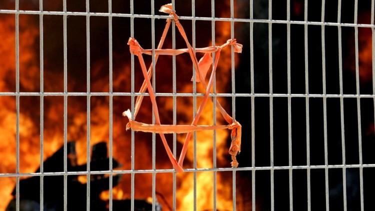 Escándalo en España: la radio estatal acusa a los judíos de promover el satanismo