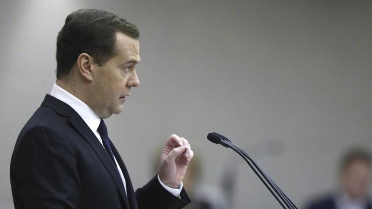 ¿Por qué se deprecia el rublo?: Dmitri Medvédev da cuatro causas