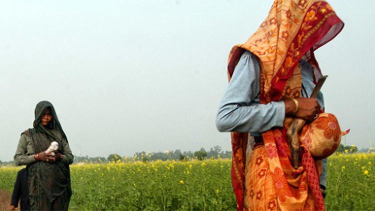 Indignación global: Condenan a dos indias a ser violadas por un delito de su hermano