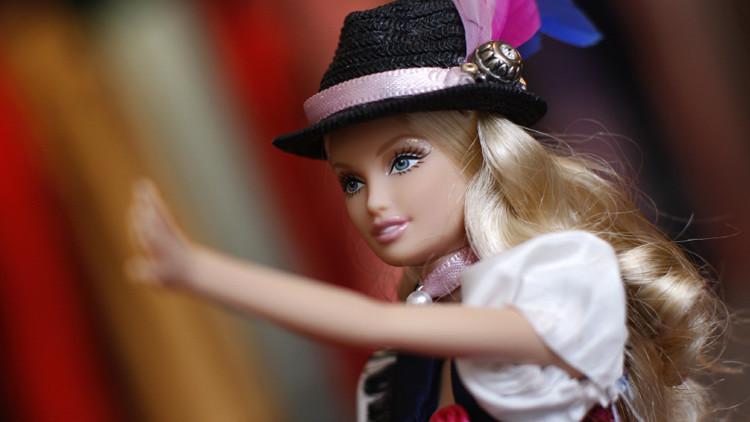Una Barbie hípster ridiculiza en Twitter e Instagram a los usuarios de las redes