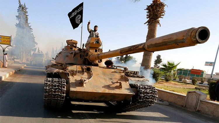 El EI contraataca y asalta una base aérea en la zona controlada por el Gobierno sirio