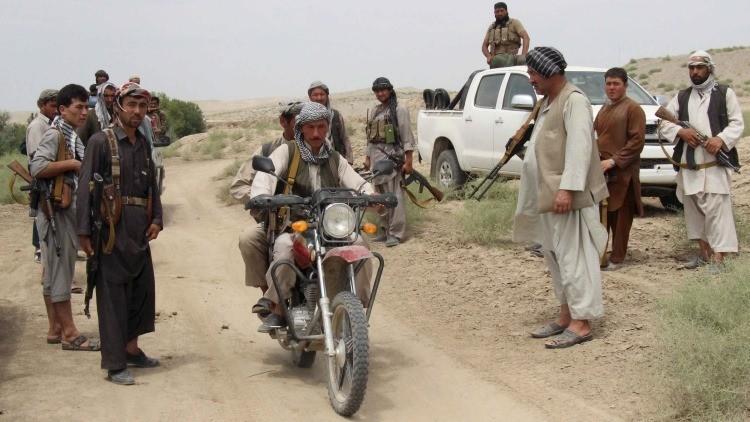Unos 100.000 afganos que huyen de Kunduz quedan a expensas de la ayuda internacional