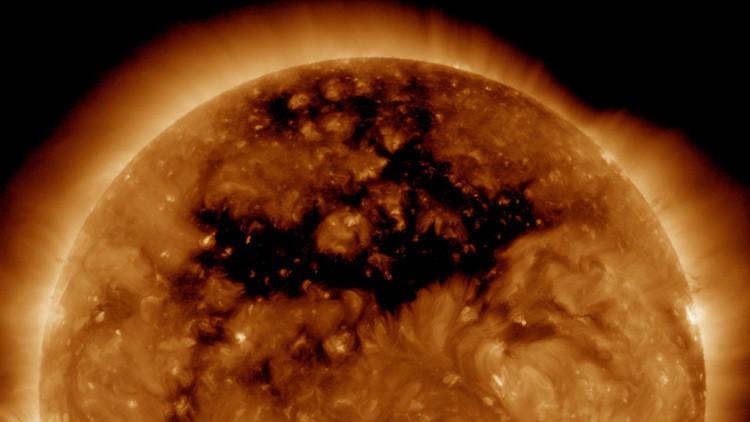 La NASA publica la imagen de un agujero en el sol 50 veces mayor que la Tierra