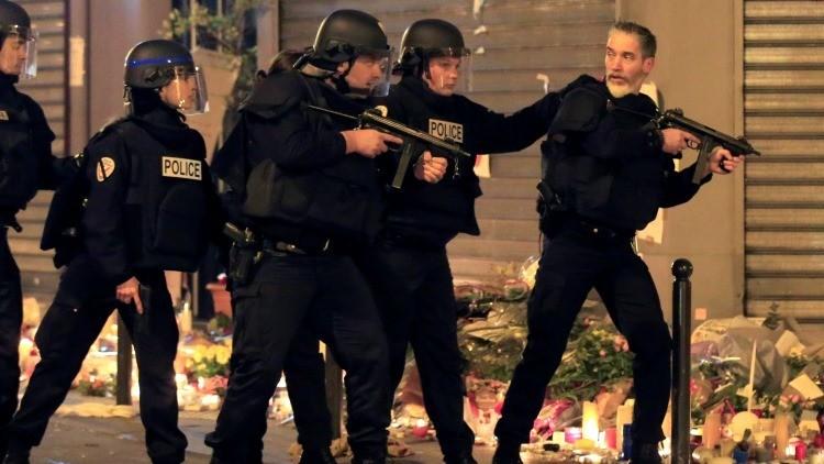 Francia busca al único de los terroristas de París que queda vivo y en libertad