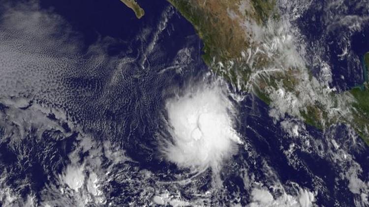 Alerta en México: evoluciona a categoría 3 el huracán Sandra