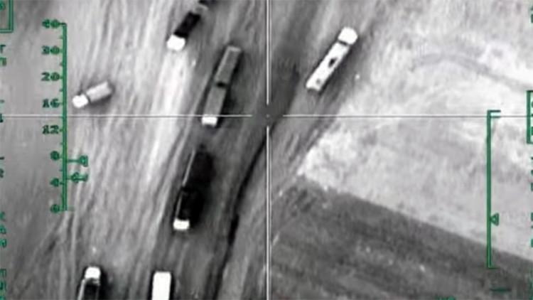 Nuevos videos: Ataque aéreo ruso a un convoy terrorista con petróleo en Siria