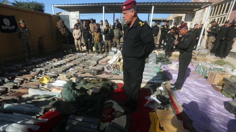 El Ejército iraquí incauta al EI un impresionante misil y centenares de explosivos