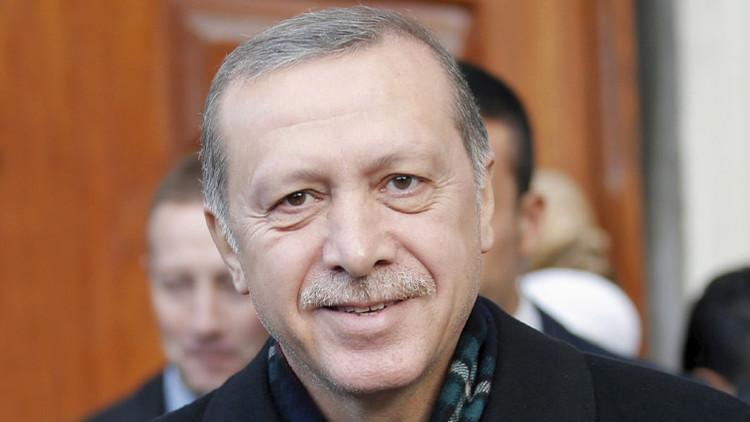 ¿El presidente salvavidas?: Erdogan disuade a un hombre que quería suicidarse (Video)