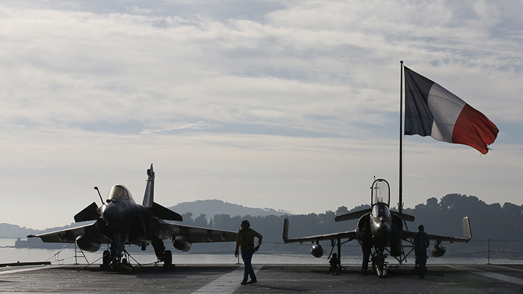 Francia ataca infraestructura petrolera del Estado Islámico