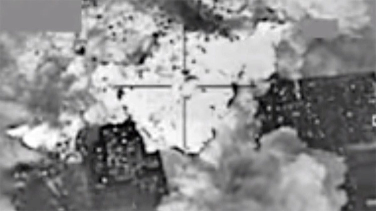 Video: Graban una 'lluvia de dinero' en el bastión del Estado Islámico