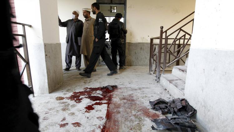 Muerte heroica: un profesor armado hace frente a los talibanes en el ataque a una universidad