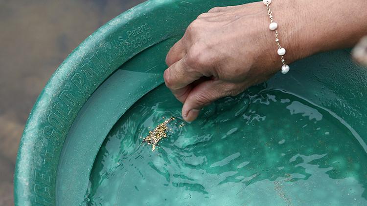 Oro desde el grifo: Elaboran un filtro capaz de separar los metales pesados y preciosos del agua