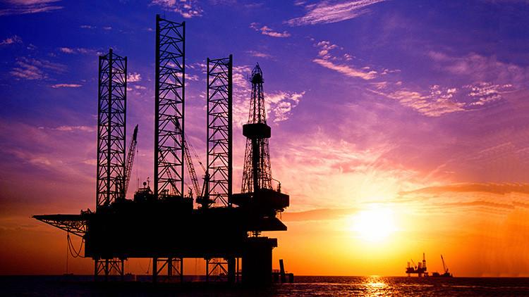 ¿Por qué la caída de precios de petróleo puede hacer que el mundo sea más pacífico?