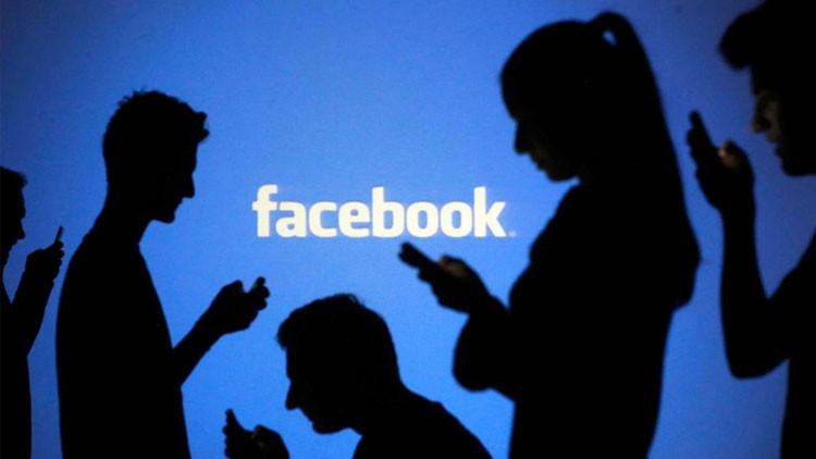 Una adolescente se salva de ser asesinada por su novio al publicar 'selfies' en Facebook