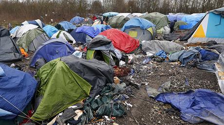 Tiendas de campaña en un campamento de refugiados procedentes de Irak, Irán y Siria cerca de Calais, Francia, 3 de febrero de 2016.