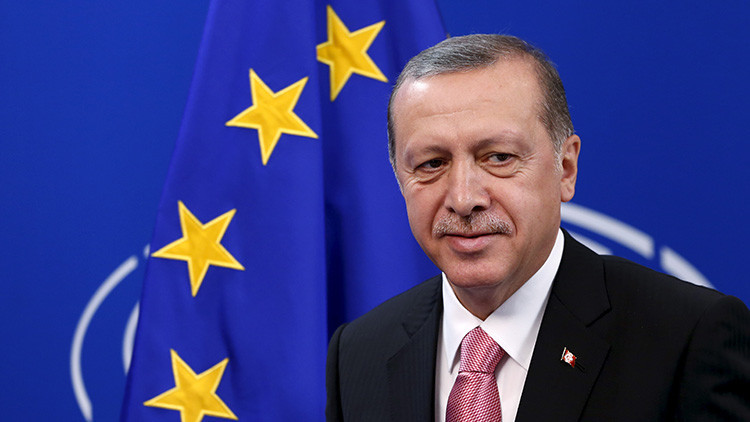 """'The Guardian': """"Es repugnante ver cómo la Unión Europea se arrodilla ante Erdogan"""""""