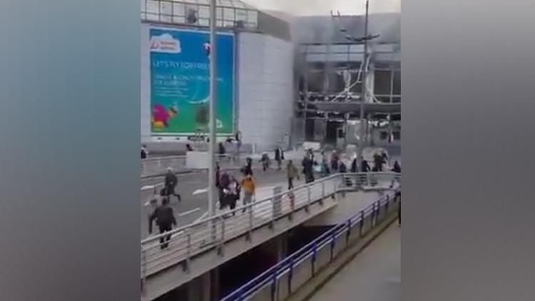 PRIMERAS IMÁGENES: Pasajeros huyen aterrados del aeropuerto de Bruselas tras dos fuertes explosiones