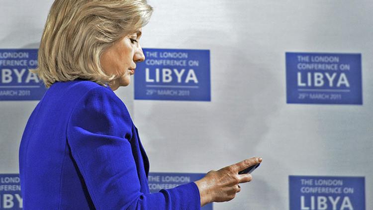¿Por qué hasta 147 agentes del FBI investigan el caso del correo electrónico de Clinton?