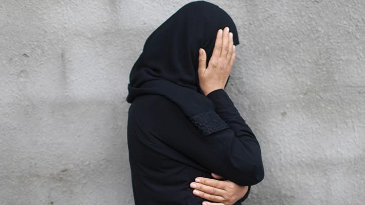 """""""Sálvanos del EI o bombardéanos con armas químicas"""": una mujer iraquí suplica ayuda en Facebook"""