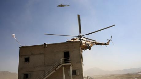 Un helicóptero del Ejército Nacional de Afganistán durante un ejercicio de entrenamiento en Kabul