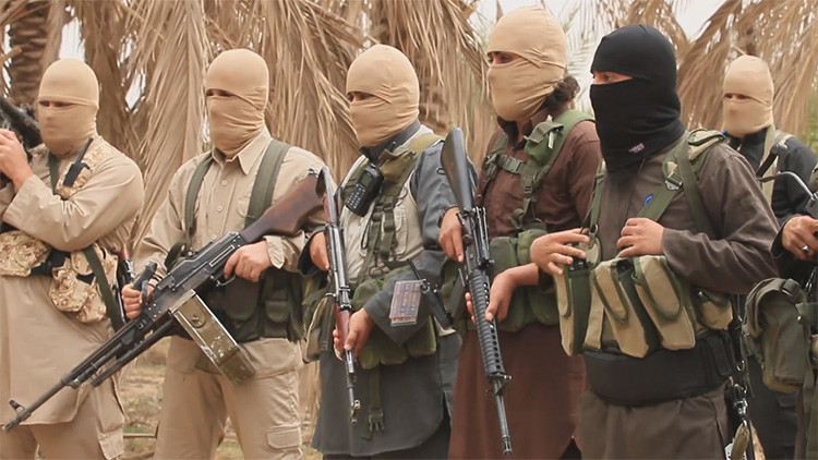 La lista de la compra de un yihadista: Revelan fotos del equipaje interceptado a un miembro del EI