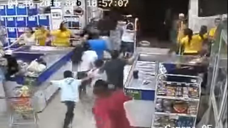 Nuevo video: caos y pánico en un supermercado de Ecuador durante el devastador terremoto