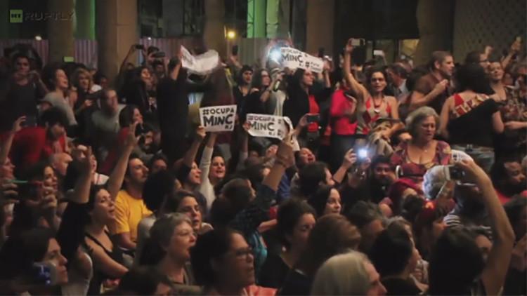 """""""¡Fuera Temer!"""": Protesta artística contra la abolición del Ministerio de Cultura"""