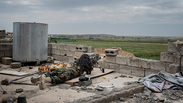 """Joven danesa: """"Los combatientes del Estado Islámico son muy fáciles de matar"""""""