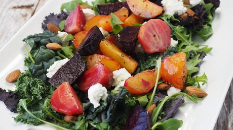 Científicos descubrieron que los que siguen una dieta vegetariana durante más de 17 años viven 3,6 años más y que la tasa de mortalidad por todas las causas es más alta para los que comen carne.