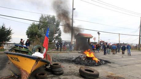 Pescadores chilenos protestan contra el Gobierno en la ciudad de Ancud, isla de Chiloé, 5 de mayo de 2016.