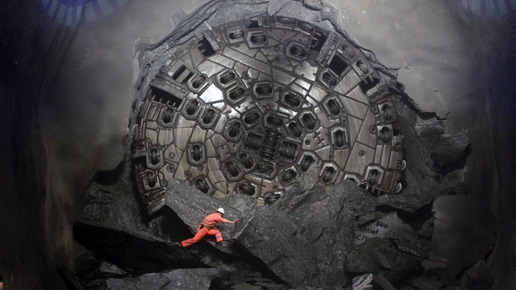 Video 360º: Así es el túnel más largo y profundo del mundo