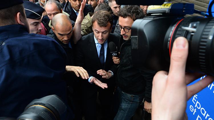 El ministro de Economía francés sufre una lluvia de huevos en rechazo a la reforma laboral