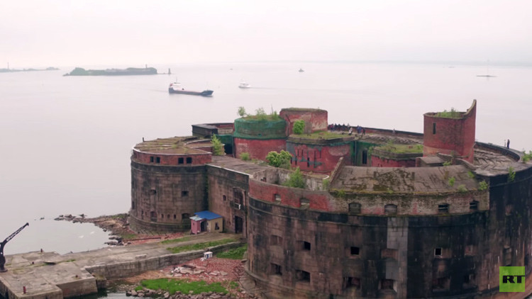 Video aéreo: El fuerte ruso en medio del Báltico donde se buscaba la cura para la peste