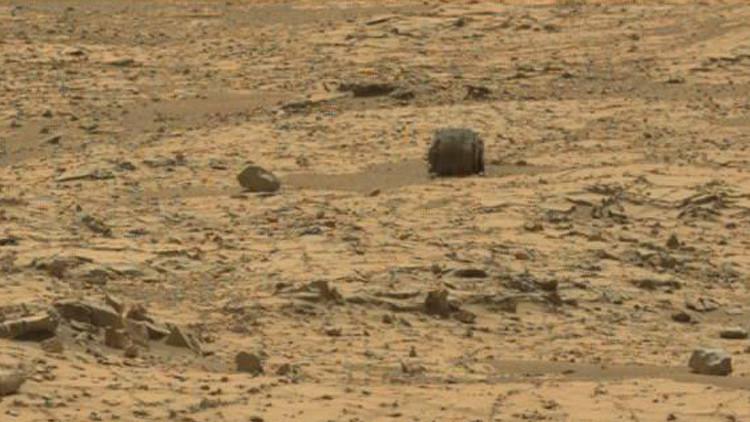¿Maquinaria marciana o solo piedras en la superficie de Marte? (video)