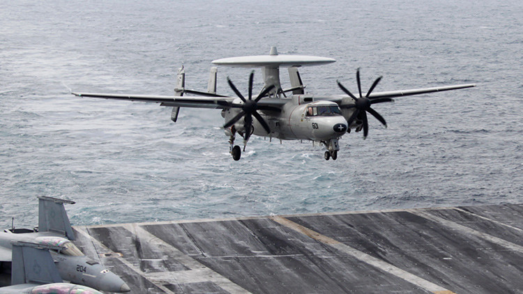Pilotos evitan tragedia de un 'radar volador' en un portaaviones de EE.UU. (Video)