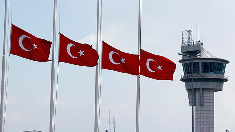El efecto del golpe: el Gobierno turco prohíbe a los profesores universitarios abandonar el país