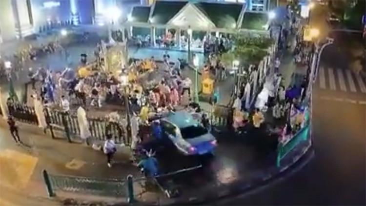 Video impactante: Sufre un infarto al volante y atropella a un grupo de turistas en Bangkok