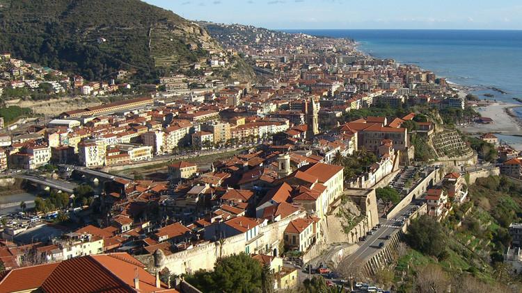 Italia: Cierran las calles cerca del mercado principal en Ventimiglia por amenaza de bomba